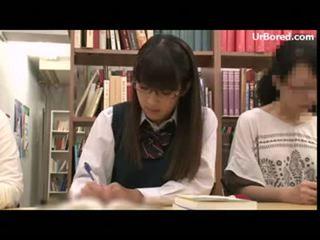 Nư sinh khoan qua thư viện geek 01