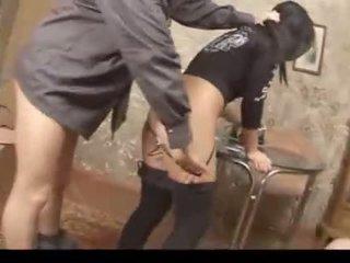 Politie gedwongen tiener meisje zuigen en fuckat thuis