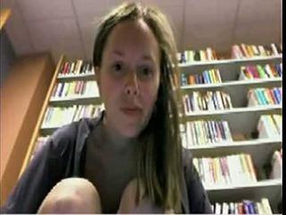 Meisje in bibliotheek 1