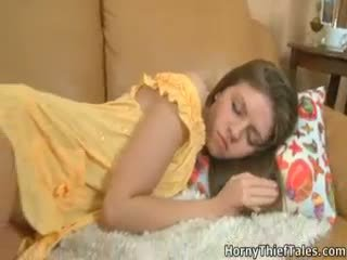 Tanya turned mitra kad thieves sterted aizkustinošas viņai.