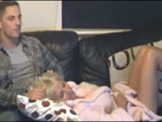 Anya és fiú elcsípett által rejtett cammera