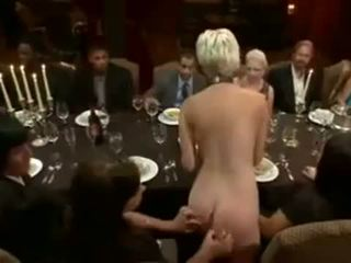 Blondīne served forbondage dinner