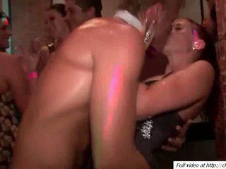 Terangsang guys hubungan intim babes pussys video