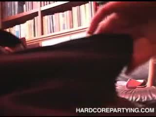 Pohlaví orgie v knihovna s mladý holky sání kohout a fucked těžký