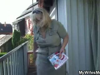 Sieva catches viņa krāpšana ārā