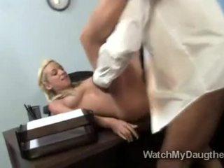Braided loiro beauty jada stevens fucks negra professora em frente de pai