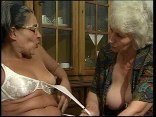 Two perempuan tua toying mereka sendiri alat kemaluan wanita!