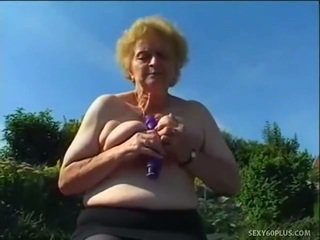 Eldre donna inside strømper has stor joystick