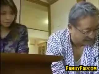 日本, 老+年輕, 鐵桿