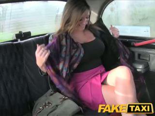 Faketaxi liels bumbulīši skaistule takes tas no aiz - porno video 591