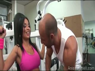 Besar stacked anissa kate trains beliau faraj di yang gym