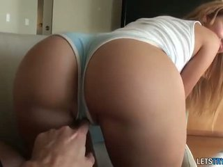 Big round butt Jessie Rogers tries out...