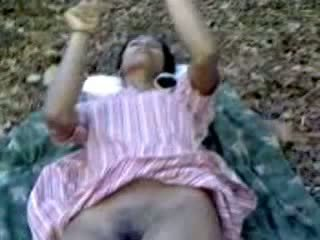 인도의 열대의 아기 빌어 먹을 대단히 hardly 와 에 숲