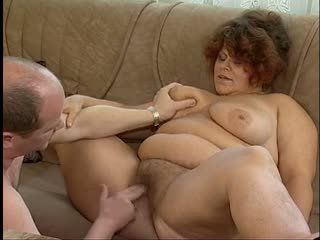 Magnificent vet titted harig oma