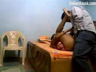 Indisk servant knull mycket hård med houseowner i sovrum