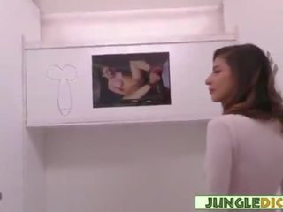 Jong nymfomane tastes bbc in gloryhole booth - nina north