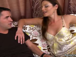 Smut milf samantha ryan squeals pe canapea