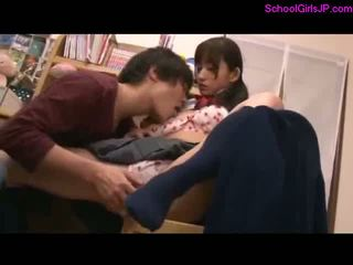 Schoolmeisje learning met guy getting haar poesje