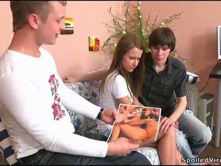 Remaja gets dia alat kelamin wanita checked