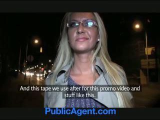 Publicagent karstās blondīne mammīte gets fucked par sīknauda uz a automašīna