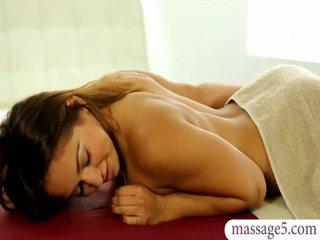 Pěkný masseuse sara luvv gets fucked a jizzed na prdel