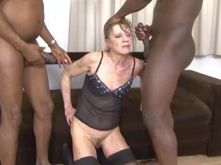 Между различни раси порно бабичка dped от two черни men анално и
