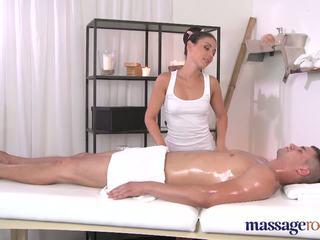 Massage rooms brunes shaven étroit hole