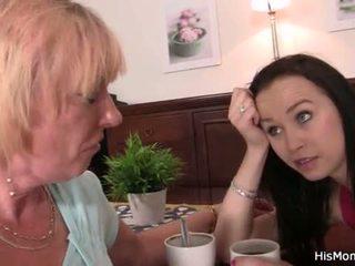 Velho lésbica mãe toying dela jovem cona <span class=duration>- 6 min</span>