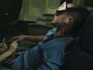 Incrível hospedeira a chupar a dormir passenger