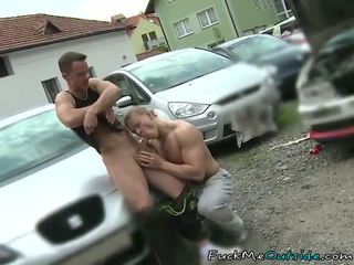 Avto mechanic barebacks njegov stranka