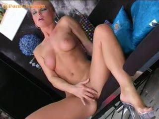 Silvia saint masturbates সঙ্গে তার নতুন ঝাঁকি
