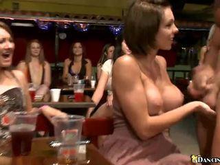 Vrouwen bij de lounge