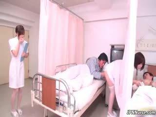 Kecil jepang perawat giving sebuah mengisap penis part4