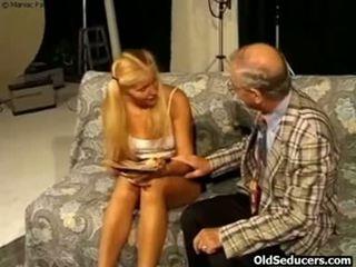 Teeny fucked līdz uzbudinātas vectēvs