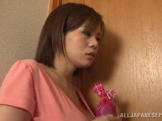 Bigtitted asiática mamá lets su hubby jugar sexo juego porno juego juntos cerca por su picante tetitas