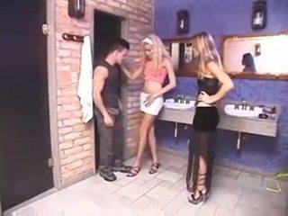 Shemale en meisje neuken een guy