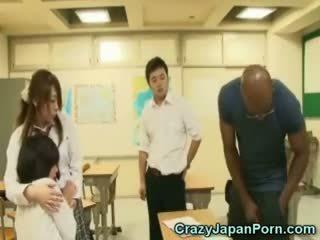 Černý fucks školačka v wtf japonsko porno!