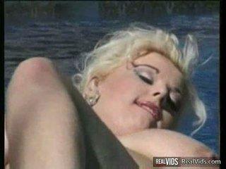 Bbw blondine gets banged nabij zwembad