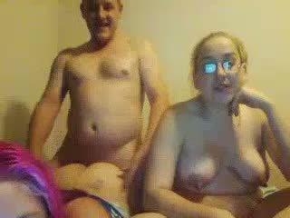 Ugly breda daughters double-blowjob inte deras fett pappa