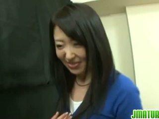יפני מתבגר: יפני בוגר אישה gets מזוין קשה ב the משחק מקדים.