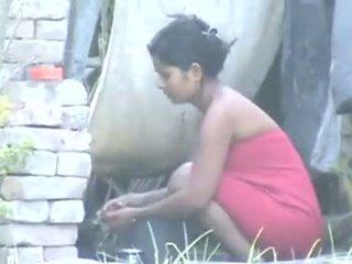 印度人 村 女孩 洗澡 outdoors