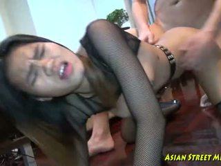 عميق التايلاندية throat convulsions