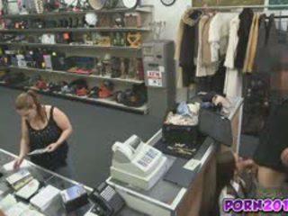 Evelyn tulla noin the counter ja imaista minun mulkku