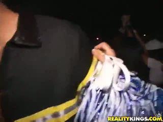 Astounding blondine pleasuring een gekruid cowboy in ontzagwekkend seks party