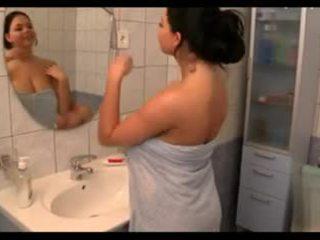 Liels krūtis uz the bath