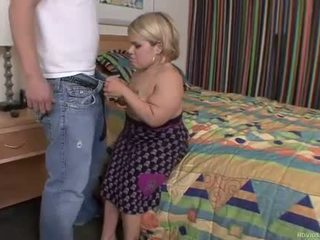 مقرف dwarf غير إلى في لها knees إلى حار اللسان