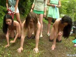 Slikts meitenes had a cīņa konkurence