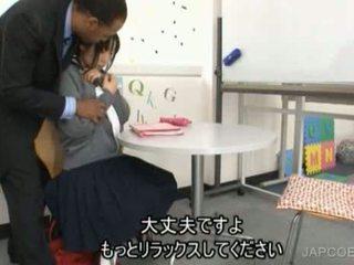Ιαπωνικό κορίτσι του σχολείου gave μαλακία
