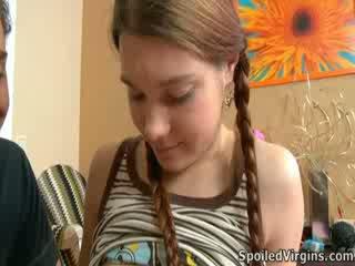 Nina liked como o garanhão playeed com dela mamilos.