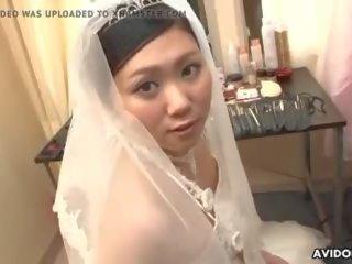 Japans bruid emi koizumi cheated na de huwelijk.